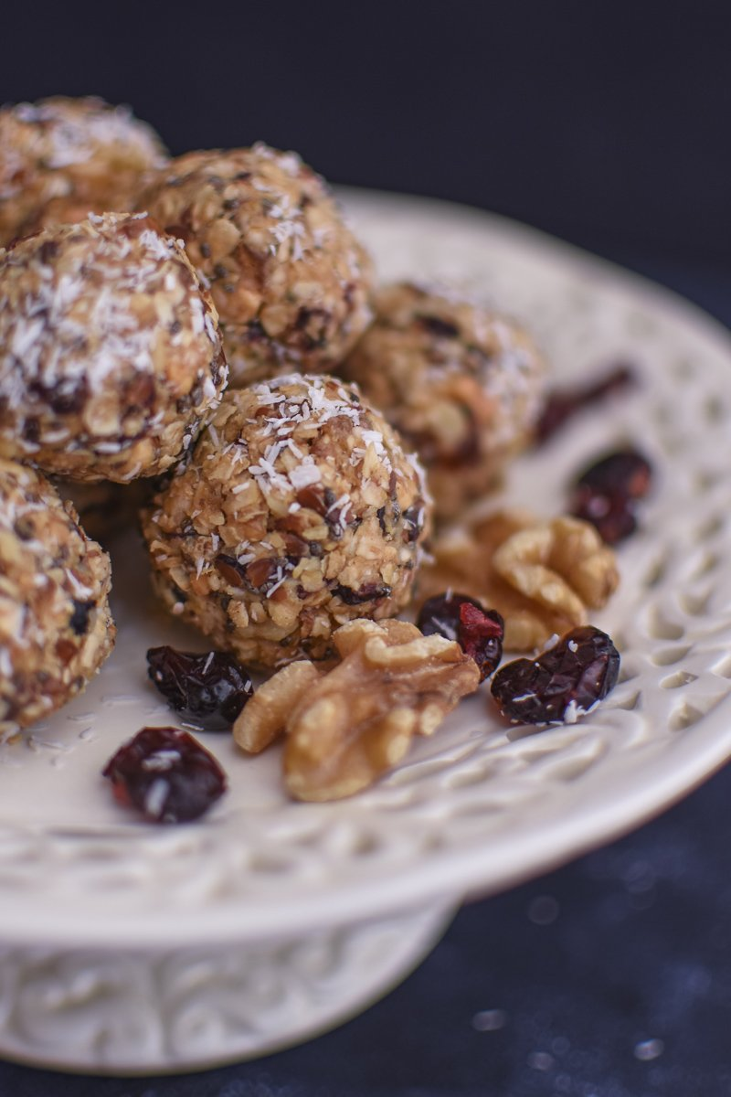 No bake Energy Balls made of oats, must and dates - healthy and easy snack - vegan sweets - power balls
