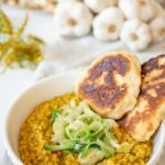 Red Lentil Dhal with homemade Naan Bread. This recipe is vegan, easy to prepare and delicious. Try it yourself! #Vegandinnerideas #easyrecipes