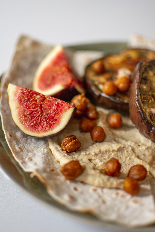 Sabich-Israeli Sandwich with Hummus Aubergine-vegan healthy and easy recipe