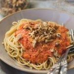 Pasta mit veganer Paprika-Sahne-Sauce - Einfach und Schnell | Nudeln mit veganer Paprikasauce. Die cremige Pastasauce ist gesund und köstlich und eignet sicher perfekt zum Mittag oder Abendessen. #pasta #veganerezepte #vegan #einfach #gesund