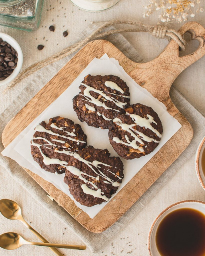 These soft and chewy chocolate cookies are vegan and super simple. Filled with salted macadamia nuts and white chocolate chunks, these dairy-free and eggless cookies are just delicious! #chocolatecookies #vegancookies #veganbaking #veganrecipes