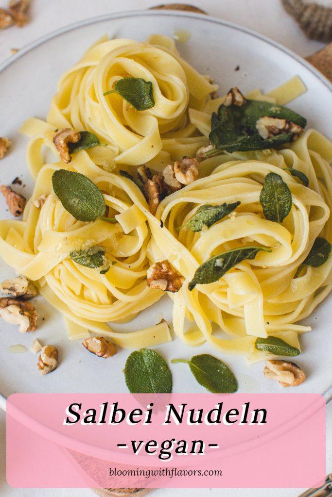Vegane Knoblauch-Salbei-Nudeln mit Walnüssen   Dieses einfache Nudelrezept besteht aus Salbeibutter, Knoblauch und gerösteten Walnüssen. Das perfekte fleischlose Komfortessen. #italianrecipes, #vegetarianpasta #pasta #sagerecipe #veganpasta #meatless