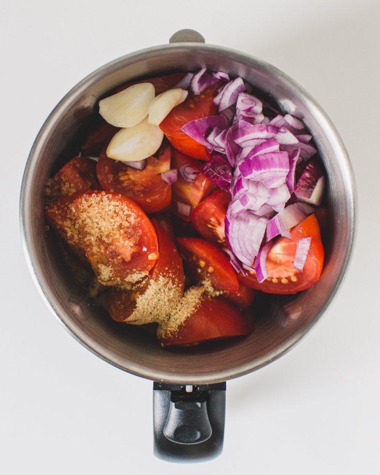 3) Prepare the tomato sauce.